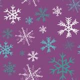 Blanco, gris y modelo inconsútil de los copos de nieve de la turquesa ejemplo del vector en el fondo violeta Imagen de archivo libre de regalías