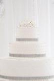 Blanco hermoso del pastel de bodas Foto de archivo