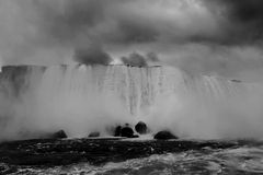 Blanco negro de Niagara Falls Fotografía de archivo libre de regalías