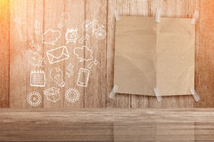 Blanco paginadocument met krabbel van Media en communicatie pictogrammen Stock Afbeelding