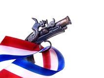 Blanco rojo y Blue Ribbon y arma Fotografía de archivo libre de regalías