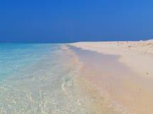 Blanco y azul de las islas de Maldivas Foto de archivo