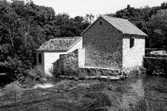 Blanco y negro de la casa de piedra Imágenes de archivo libres de regalías