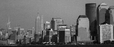 Blanco y negro del horizonte de Manhattan fotografía de archivo