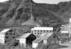 Blanco y negro del pueblo fantasma de Alaska foto de archivo