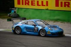 Blancpain GT serie Porsche 911 GT3 R som springer på Monza Arkivfoton