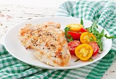 Blancs de poulet et légumes grillés Photographie stock