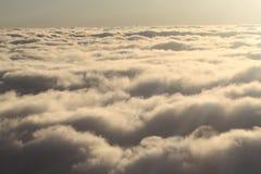 Bland moln Royaltyfri Bild