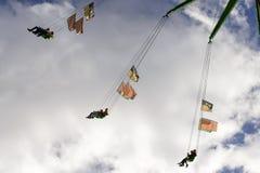 Bland moln på hög karusell på Oktoberfest Stuttgart Royaltyfri Fotografi