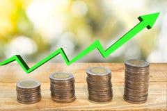 Blanda mynt och kärna ur i klar flaska på vit bakgrund, begrepp för tillväxt för affärsinvestering Royaltyfri Foto