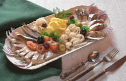 Blandad fisk på en platta Arkivbild