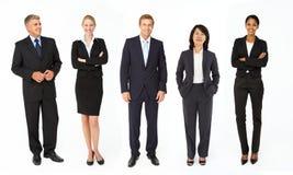 Blandad grupp av affärsmän och kvinnor