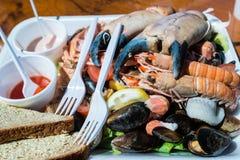 Blandad havs- platta och bröd Royaltyfri Foto