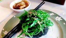 Blandad japansk mat som tjänas som i restaurangen Royaltyfri Fotografi