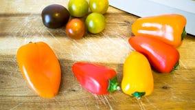 Blandad paprika och tomater Fotografering för Bildbyråer