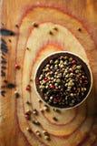 Blandad peppar, rosa färg, svart, vit, gräsplan Royaltyfria Foton