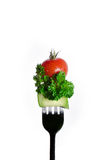 Blandad sallad på gaffeln som isoleras på vit Royaltyfri Foto