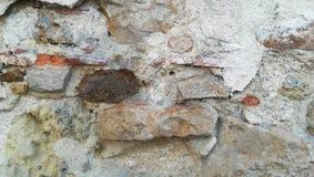 Blandad sten- och tegelstenvägg Arkivfoton
