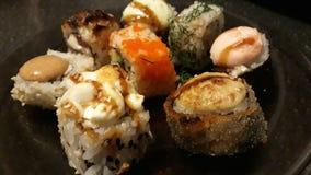 Blandad sushi och rullar royaltyfri bild