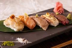 Blandad (tände eld på) Aburi sushi Royaltyfria Bilder