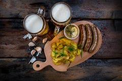 Blandade ölmellanmål med öl rånar Royaltyfria Bilder