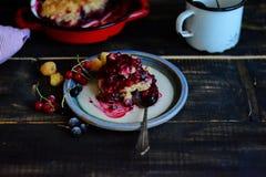 Blandade Berry Cobbler Arkivbild