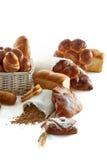 Blandade bröd som isoleras på vit Arkivbilder