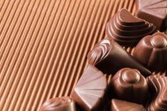Blandade choklader på brunt Fotografering för Bildbyråer
