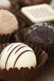 blandade chokladtryfflar Arkivfoton