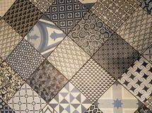 Blandade dekorativa tegelplattor Arkivbilder