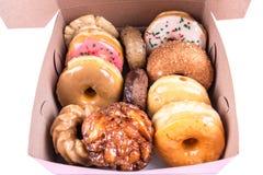 Blandade dussin donuts i en ask Royaltyfri Foto