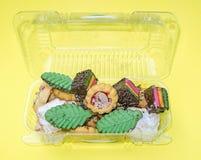 Blandade färger, formar och smaksätter italienska kakor arkivfoton