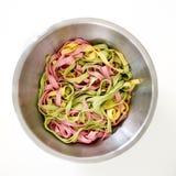 Blandade 3 färgpastas som är klara att äta - göra grön, gulna, rosa färgfärger Royaltyfri Bild