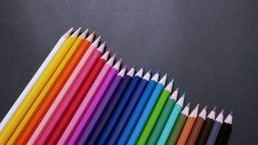Blandade färgrika färgblyertspennor Arkivfoton