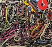 Blandade färgrika IDE-kablar som en bakgrund fotografering för bildbyråer