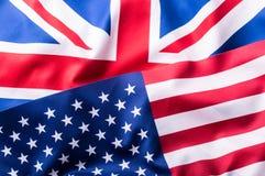 Blandade flaggor av USA och UK flag stålarunion Fotografering för Bildbyråer