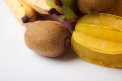 Blandade färgrika frukter Arkivfoto