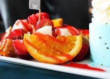Blandade frukter med glass Royaltyfri Bild
