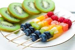 Blandade frukter och bär Arkivfoton