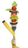 Blandade grönsaker på en isolerad gaffel. Arkivbild