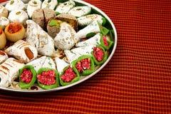 Blandade indiska sötsaker med copyspace Arkivfoto