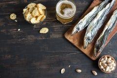Blandade mellanmål för öl, torkad fisk Royaltyfri Fotografi