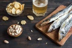 Blandade mellanmål för öl, torkad fisk Arkivfoton