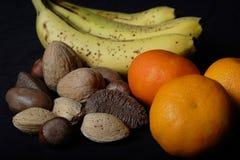 blandade nuts apelsiner för banan Arkivfoto