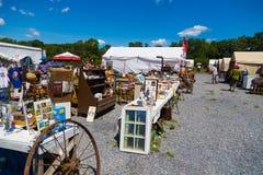 Blandade objekt som är till salu vid återförsäljare Royaltyfri Bild