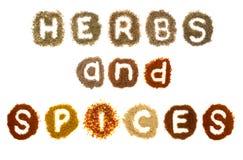 Blandade örtar och kryddor som spelling orden Royaltyfri Foto
