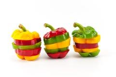 Blandande färger av att skiva söta peppar Arkivfoton