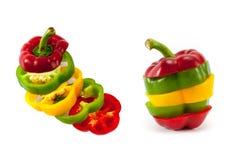 Blandande färger av att skiva söta peppar Arkivfoto