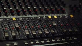 Blandande konsol, ljudsignal blandare, solitt bräde, blandande däck eller blandare lager videofilmer