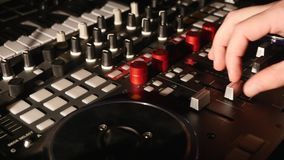 Blandande ljud på den yrkesmässiga solida blandaren arkivbilder